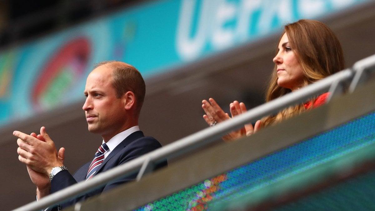 Prinz William und Herzogin Kate auf der Tribüne im Wembley-Stadion.. © imago images/Shutterstock