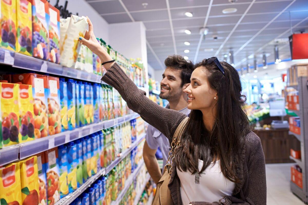 frau mann supermarkt