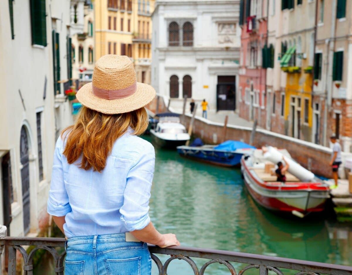 Frau in Venedig