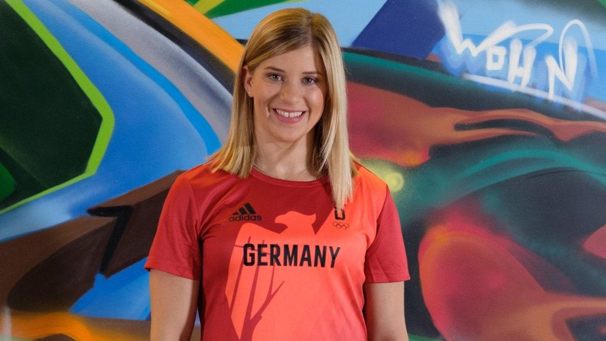 Turnstar Elisabeth Seitz geht mit gutem Beispiel voran.. © GoDaddy