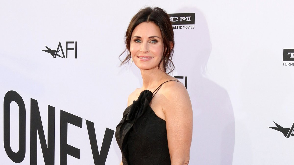 """Courteney Cox bekommt mit """"Friends"""" ihre erste Emmy-Nominierung.. © Kathy Hutchins/shutterstock.com"""