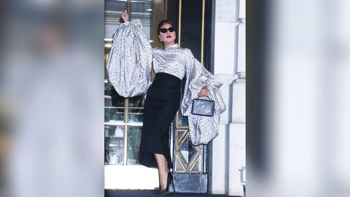 Lady Gaga vor dem Plaza Hotel in New York.. © imago images/MediaPunch