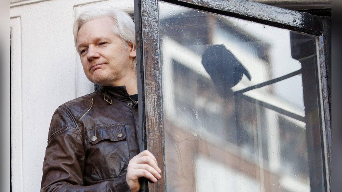 Julian Assange im Jahr 2017 in der ecuadorianischen Botschaft in London.. © imago/ZUMA Press