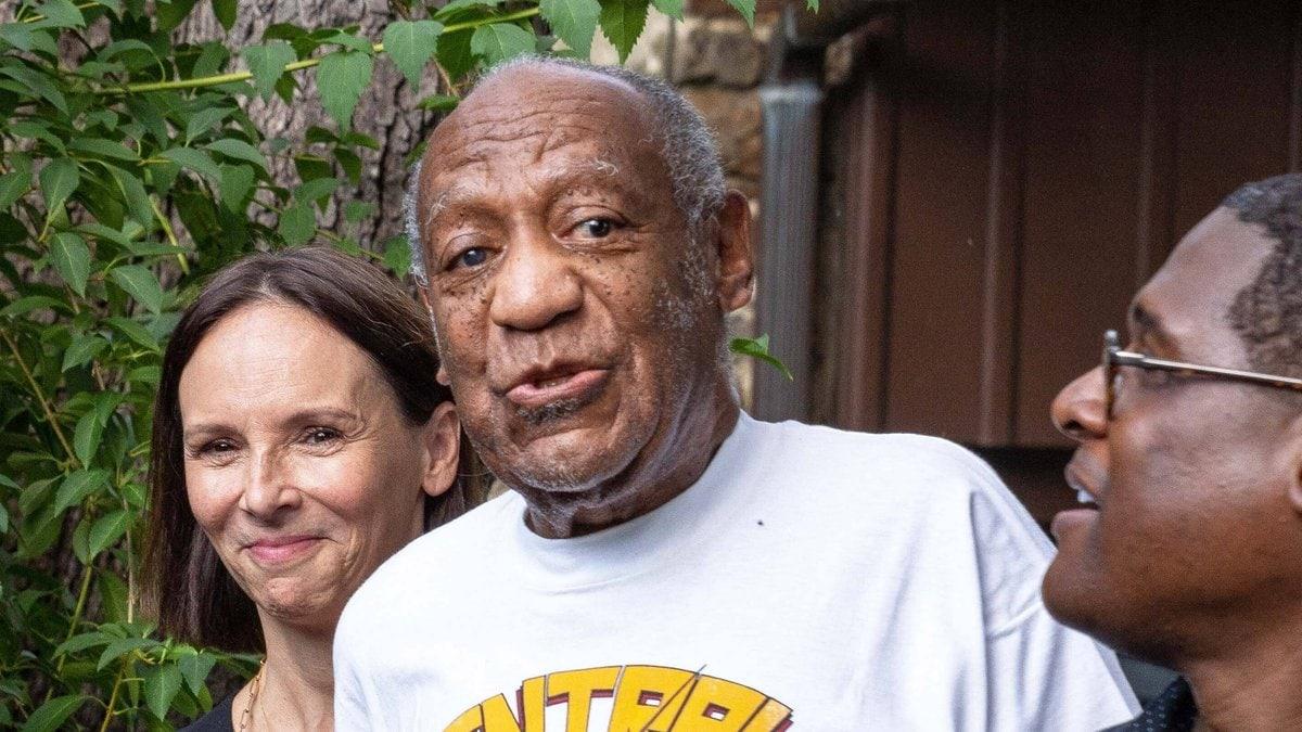 Bill Cosby (m.) nach seiner Entlassung aus dem Gefängnis. © imago/ZUMA Wire