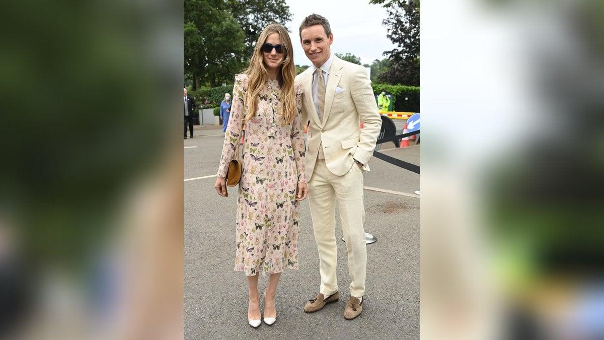 Eddie Redmayne und Frau Hannah gaben in Wimbledon ein stylisches Paar ab.. © Imago Images/i Images/Stephen Lock