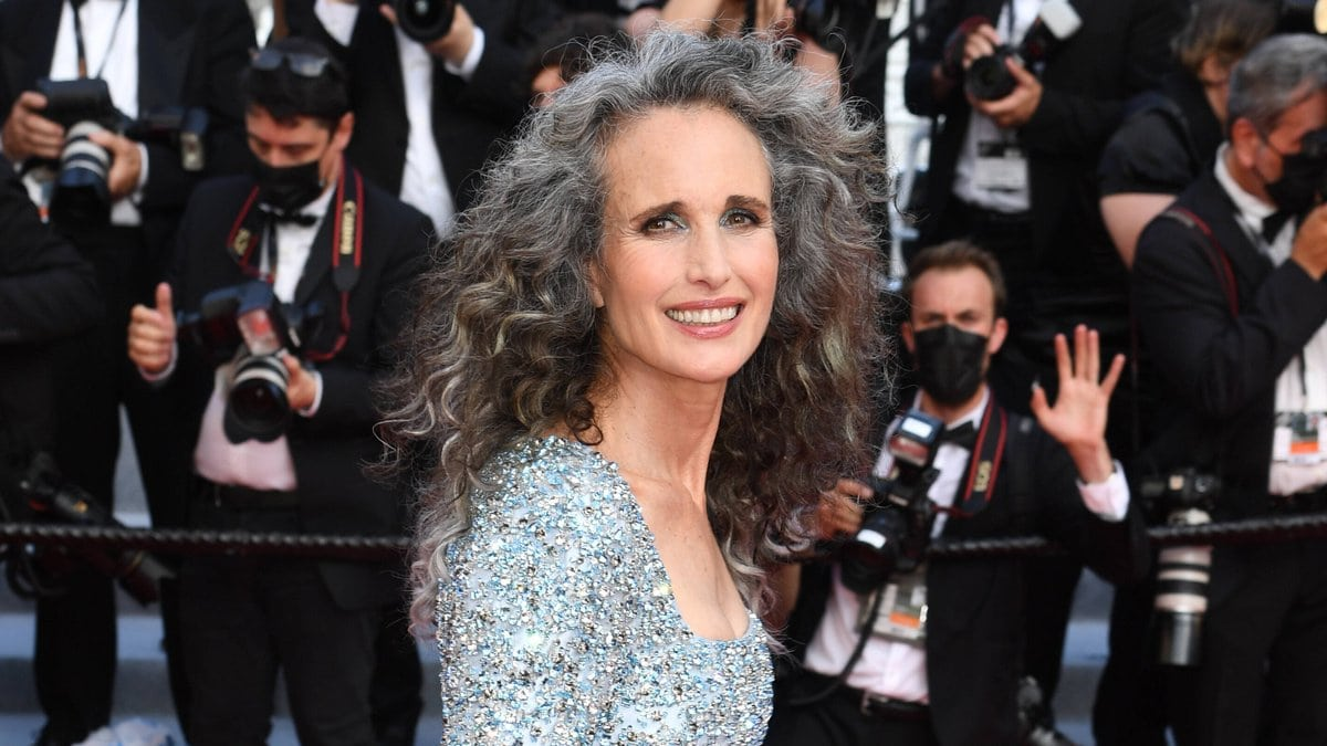 Hollywood-Star Andie MacDowell auf dem roten Teppich beim Filmfestival in Cannes.. © imago/PA Images