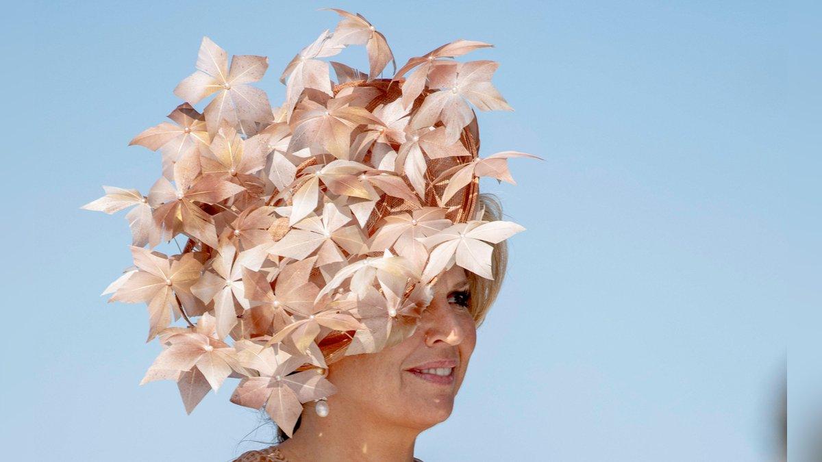 Königin Máxima mit besonderem Kopfschmuck.. © imago/PPE