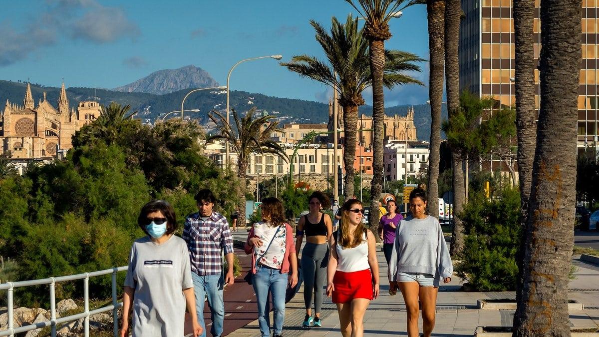 Die Infektionszahlen in Spanien steigen rasant an.. © Jose Montoro/Shutterstock.com