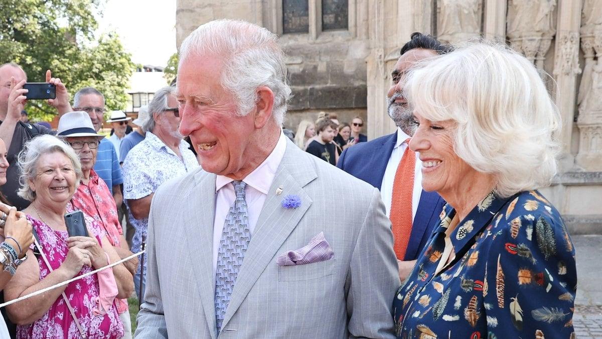Prinz Charles und Herzogin Camilla im Gespräch mit den Bürgern. © imago images/i Images