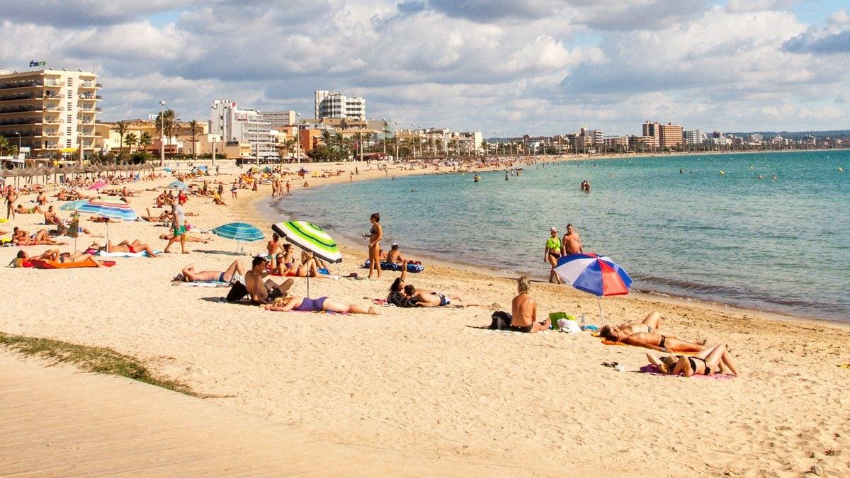 Nicht geimpfte oder genesene Mallorca-Urlauber müssen in Quarantäne.. © Gudrun Hochmuth/Shutterstock.com