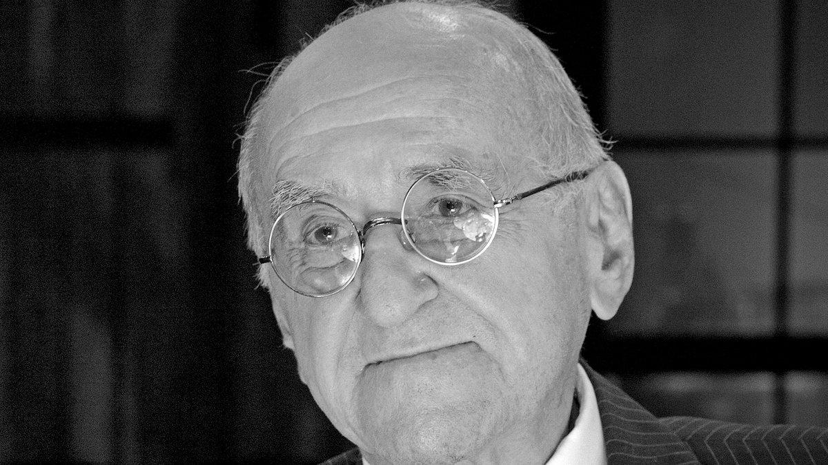 """Alfred Biolek wurde unter anderem mit """"alfredissimo!"""" TV-Zuschauern bekannt.. © imago images/Sven Simon"""