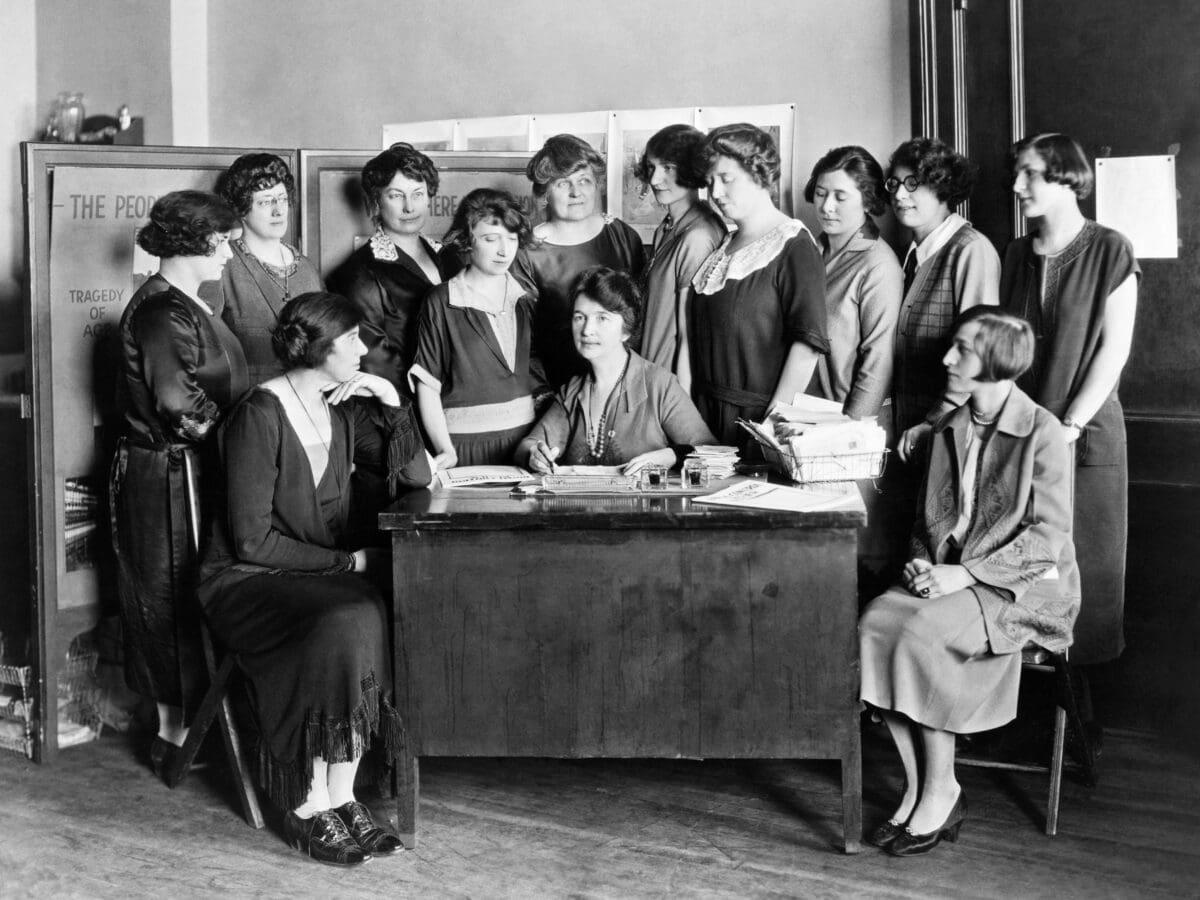 frauen vintage sexismus 50er jahre alt schwarz weiß