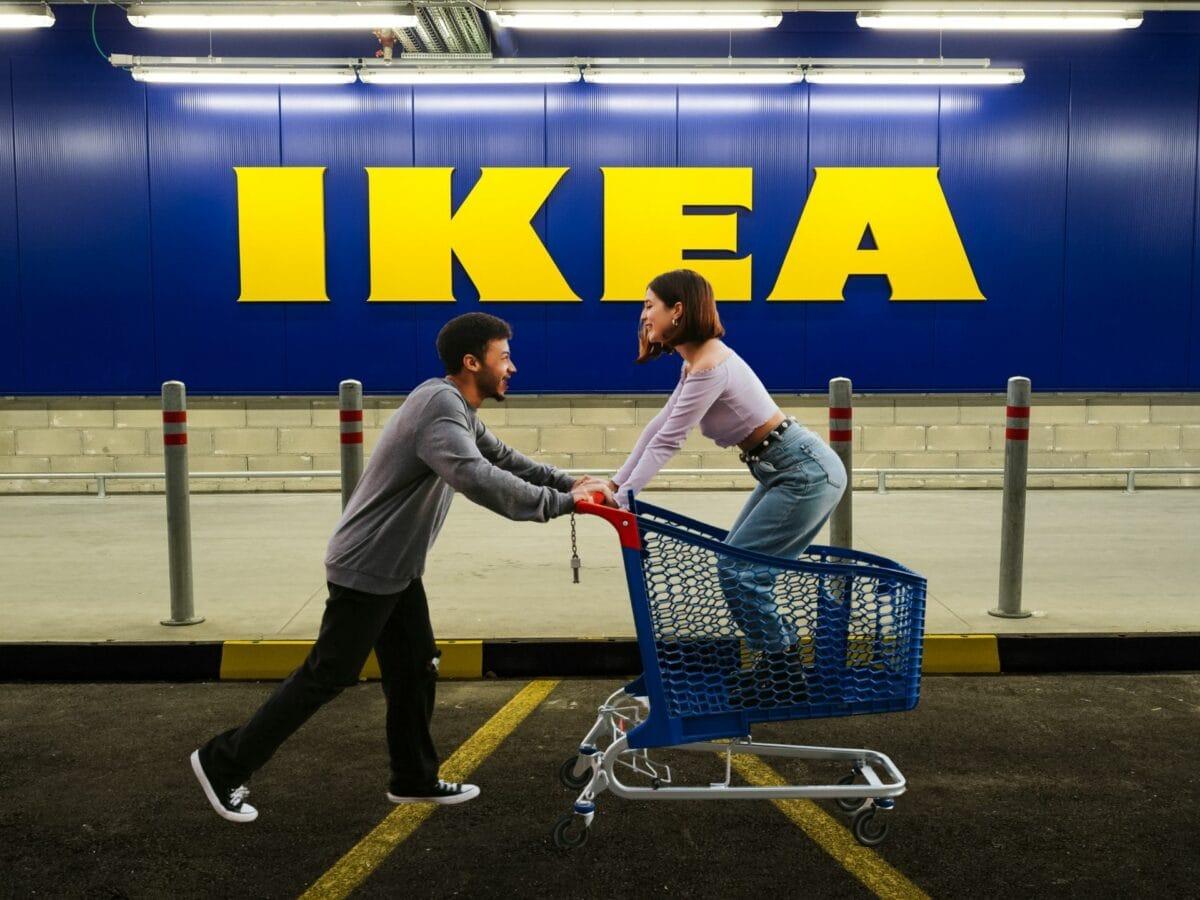 Ikea Mann Frau Einkaufswagen