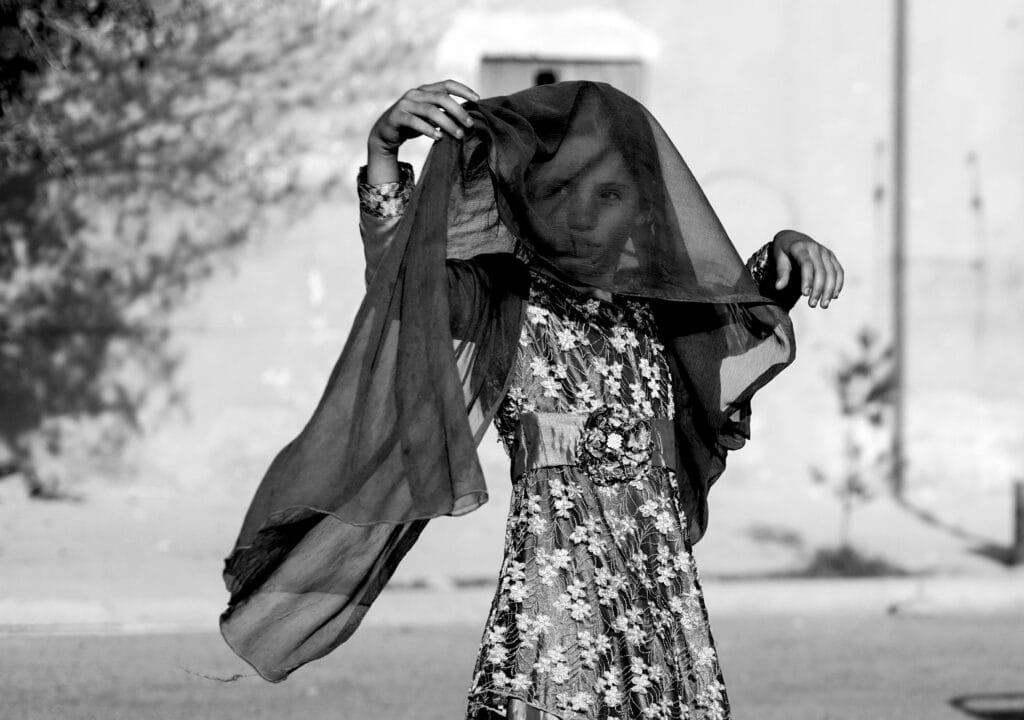 frau kleiderordnung islam hijab kind afghanistan