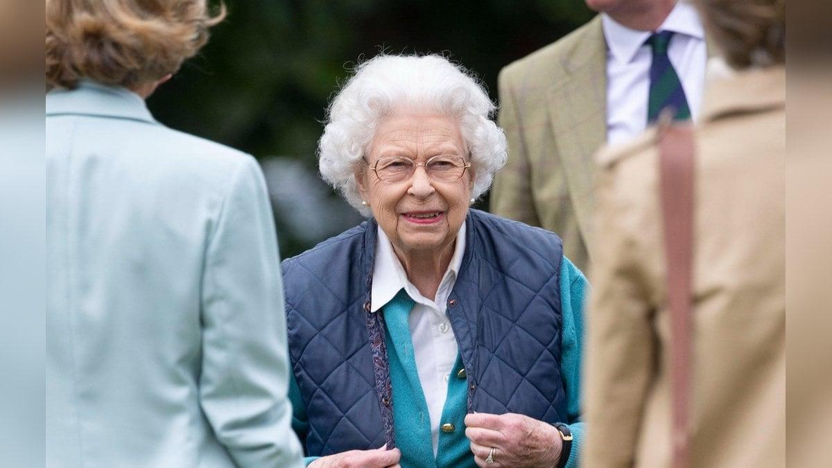 Immer für einen königlichen Spaß zu haben: Queen Elizabeth II.. © imago images/i Images