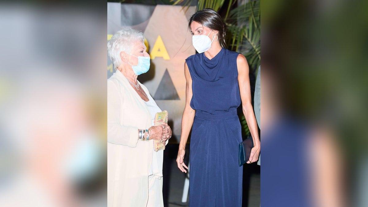 In Palma trafen Königin Letizia und Judi Dench bei der Abschlussveranstaltung des Atlantida Film Fests aufeinander.. © imago/PPE