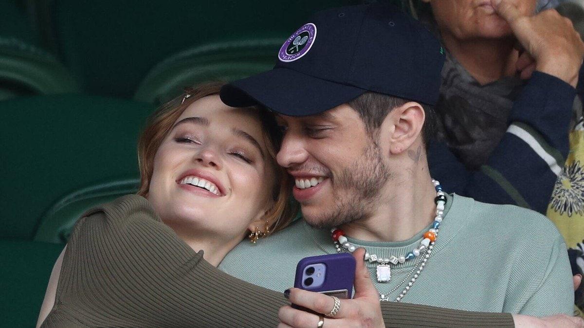 Phoebe Dynevor und Pete Davidson Anfang Juli in Wimbledon. © imago images/i Images