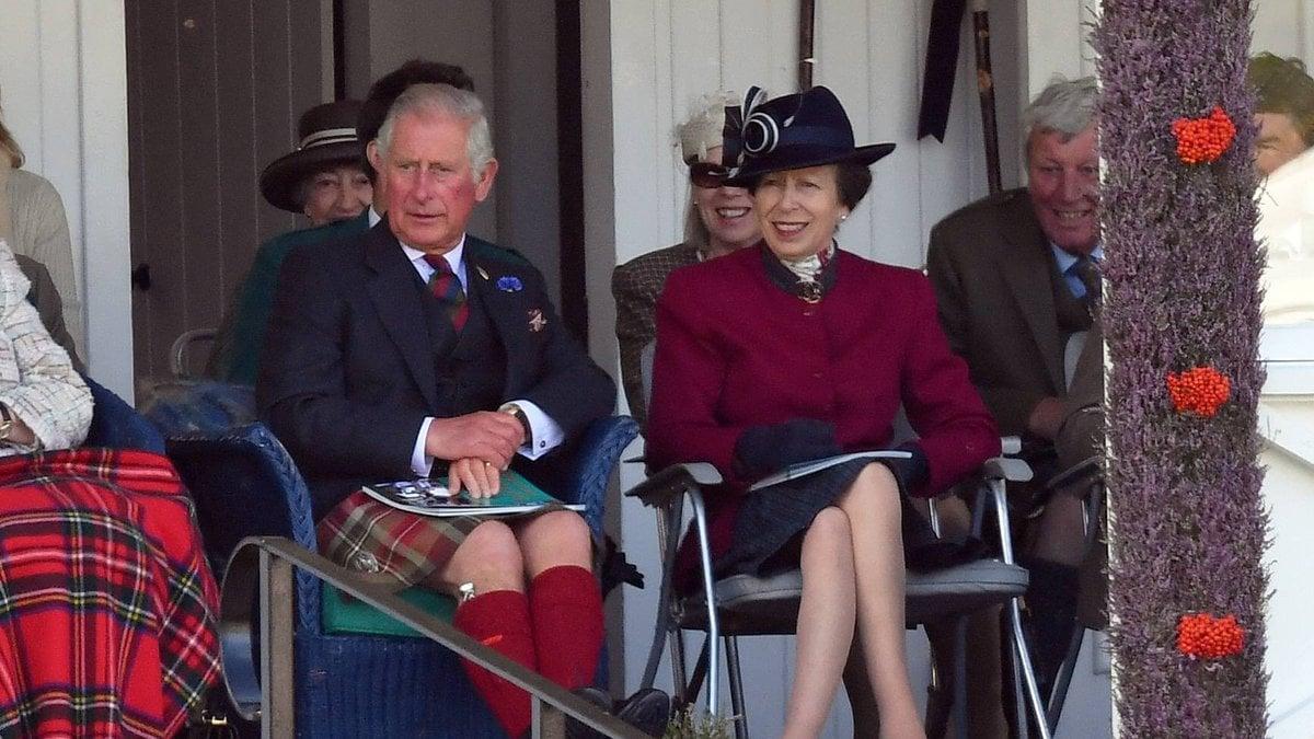 Prinz Charles und Prinzessin Anne bei einem gemeinsamen Auftritt.. © imago/PA Images