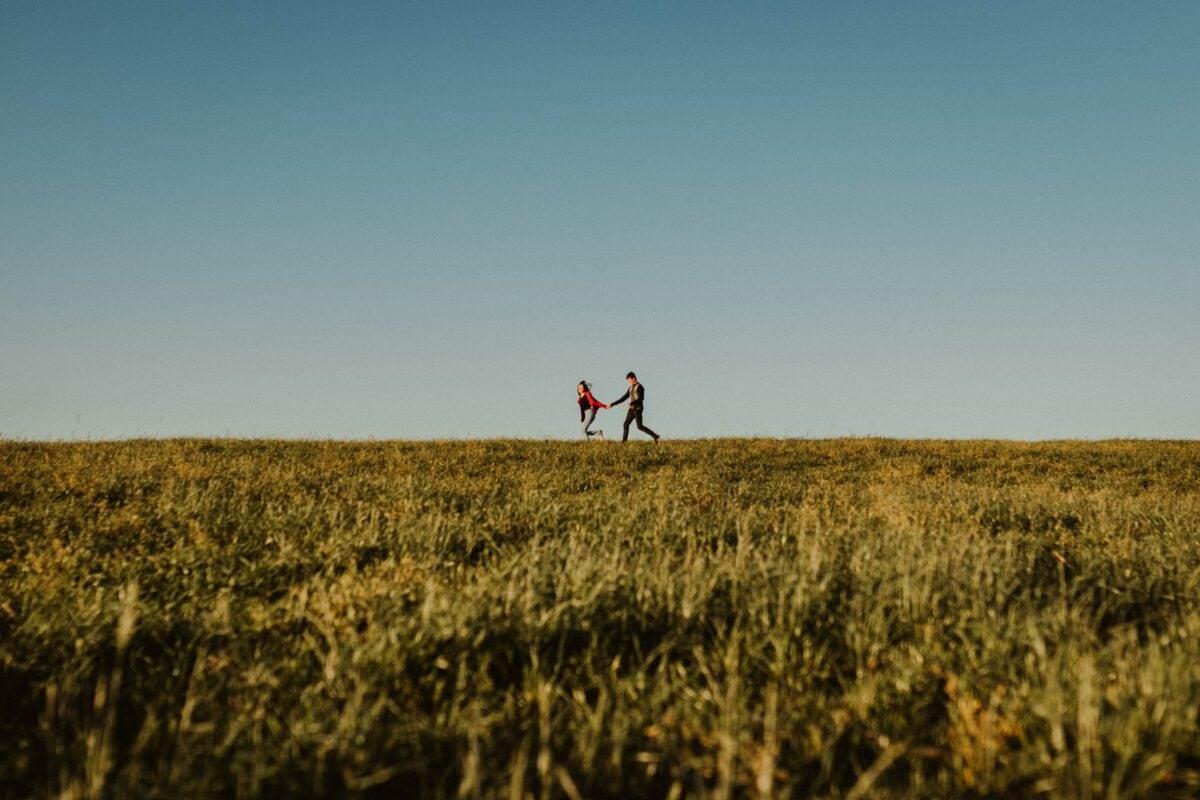 Paar in Feld