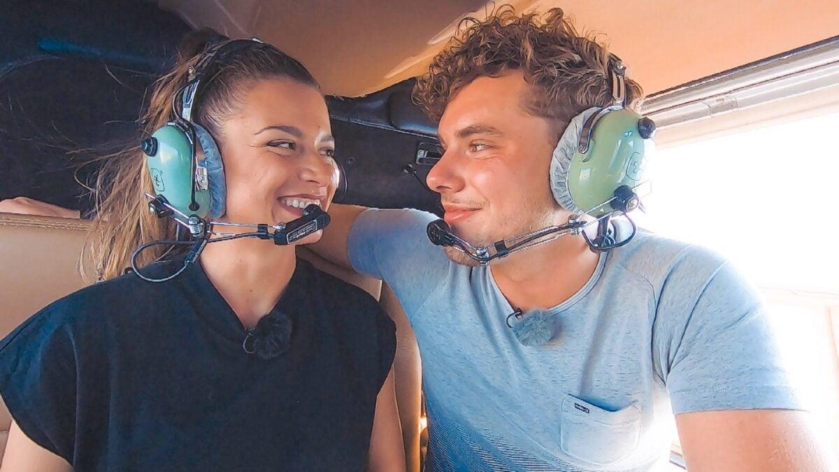 Beim Helikopter-Flug sehen sich Bachelorette Maxime und Raphael tief in die Augen.