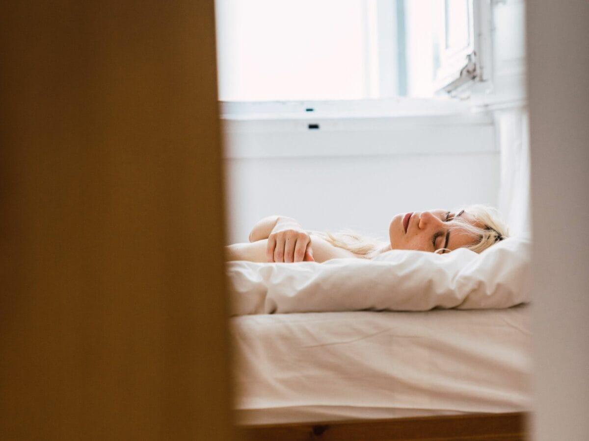 Schlafen mit offenem Fenster