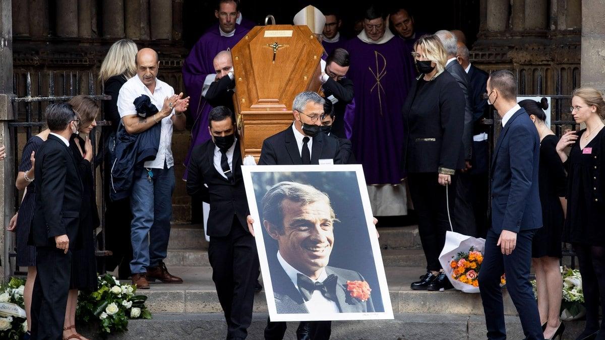 Jean-Paul Belmondos Sarg wurde in seiner Heimatstadt Paris aufgebahrt.. © imago/IP3press