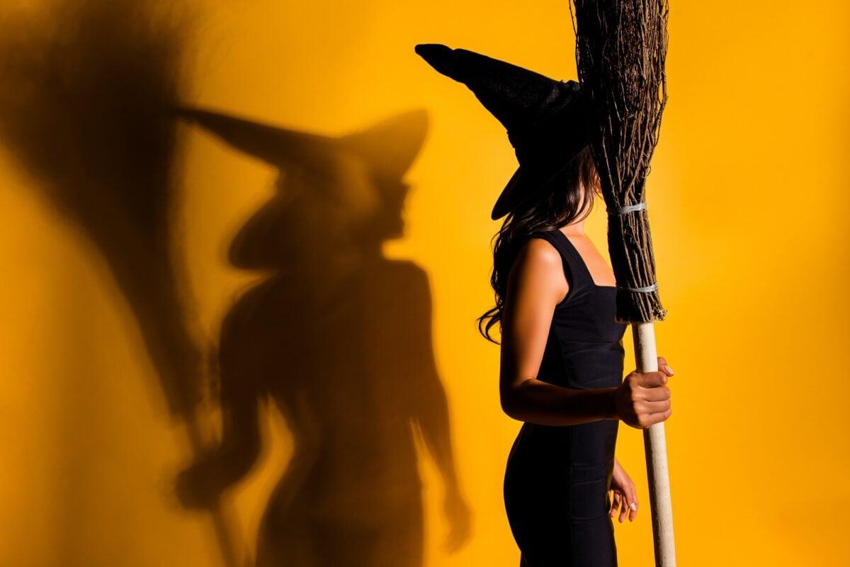 Hexe mit Besen