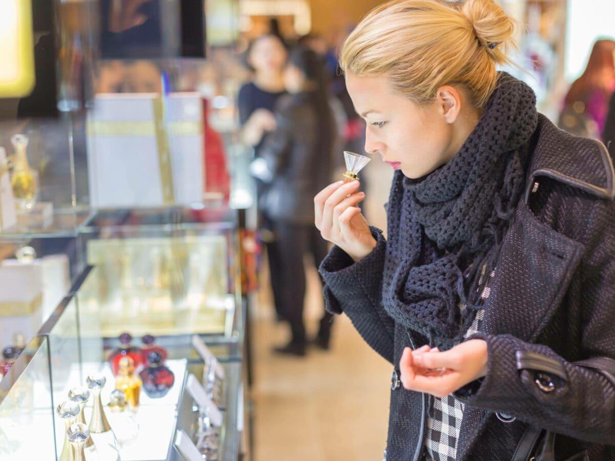 parfum frau einkauf laden duft