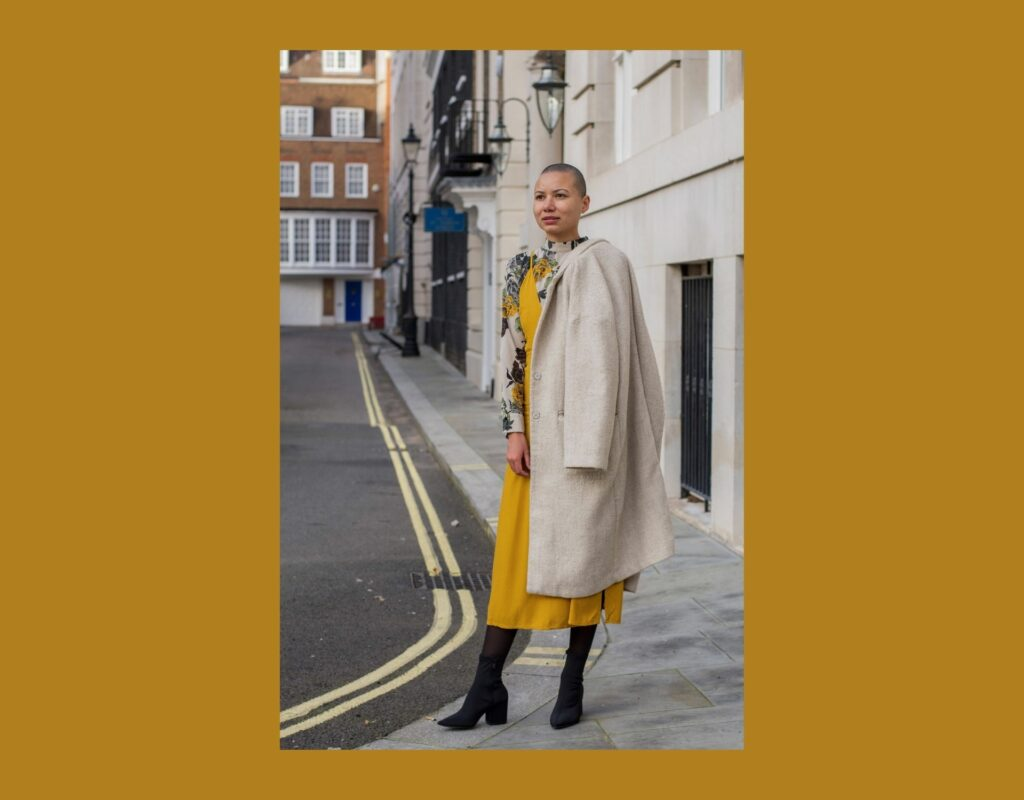 Slip Dress mit Trench Coat