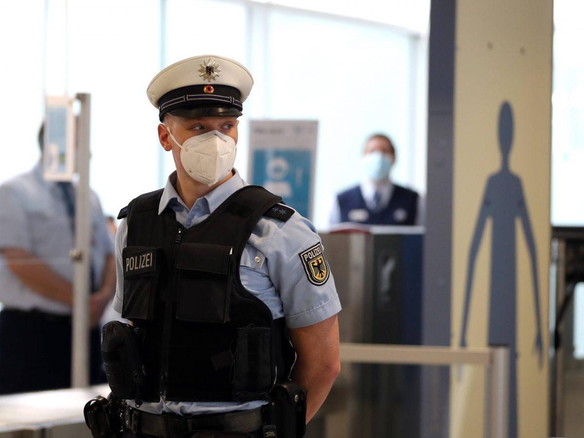 Flughafen Polizist